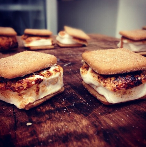 S'mores. ARE YOU KIDDING ME????? They torch them while you wait.