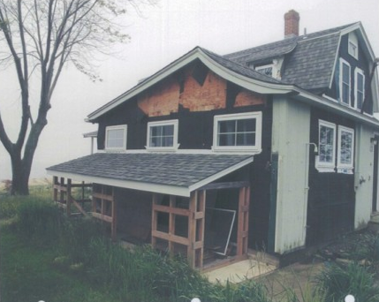 Jaqui bought the house from the great-granddaughter of the original builder/owner, and had promised her to restore it to a modern day version of its 1901 self.