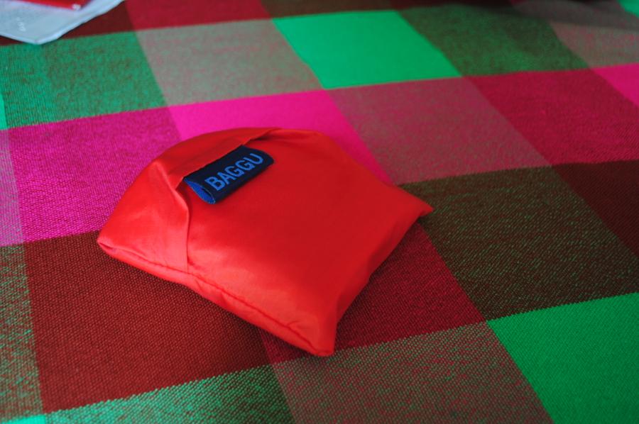 Red baggu!