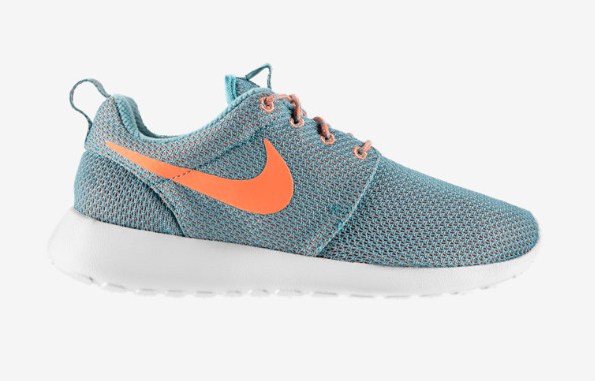 The Nike Roche shoe! Ultra-lightweight and breathable. Versatile, stylish, and easy.
