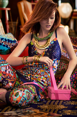 How cool and boho does the Josie model look in the whole ensemble?