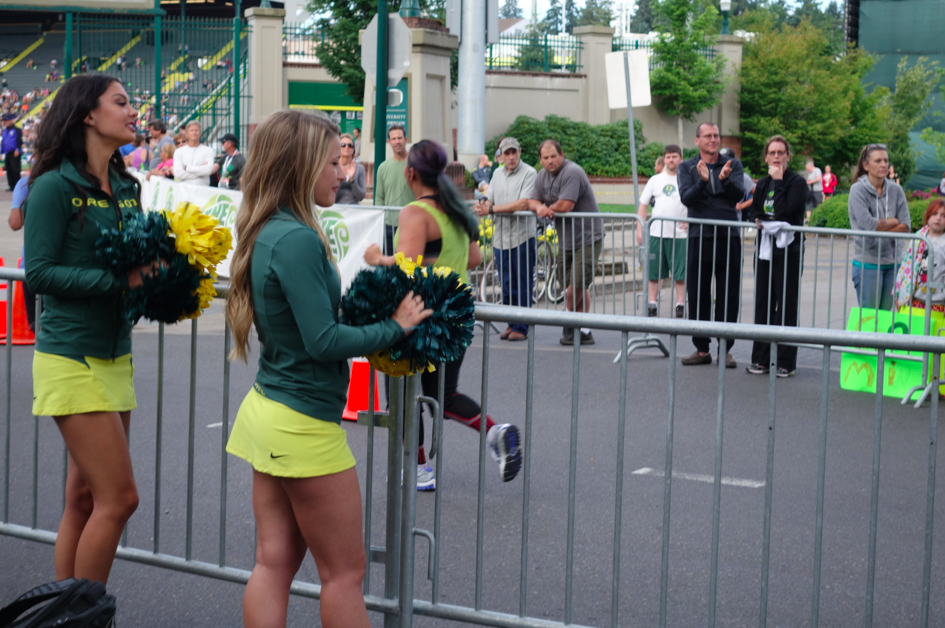 University of Oregon cheerleaders cheering people at the finish line (entrance to Hayward Field for the last couple hundred meters).