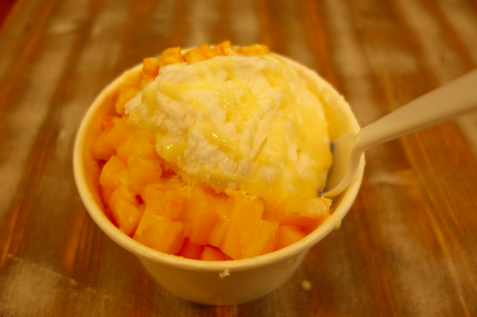My choice: Coconut snow cream with condensed milk, mangoes, and captain crunch.