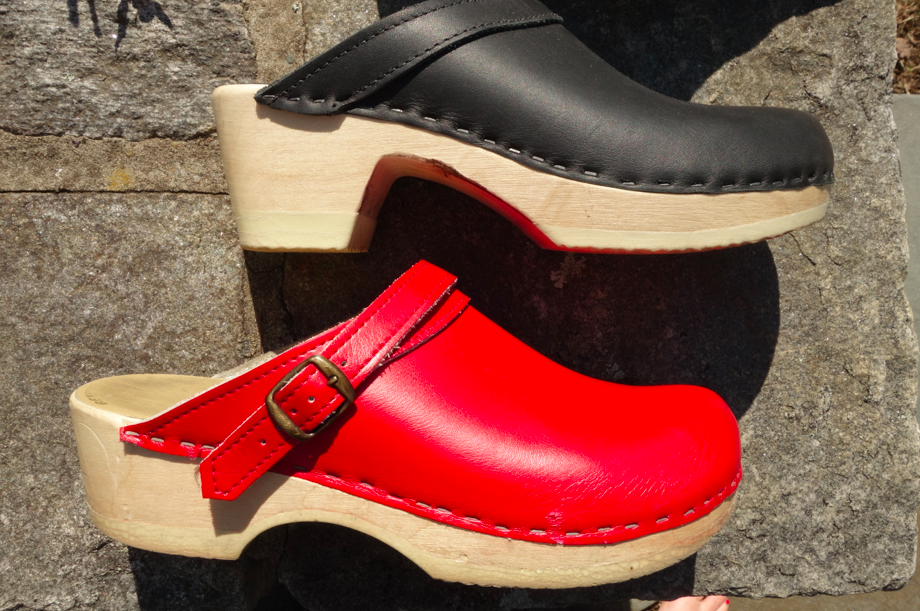 Two heel heights. Normal and taller. Of course, the normal height is easier and more comfortable, but for a slightly edgier look or more sophisticated ensemble, the higher heel is a good option.