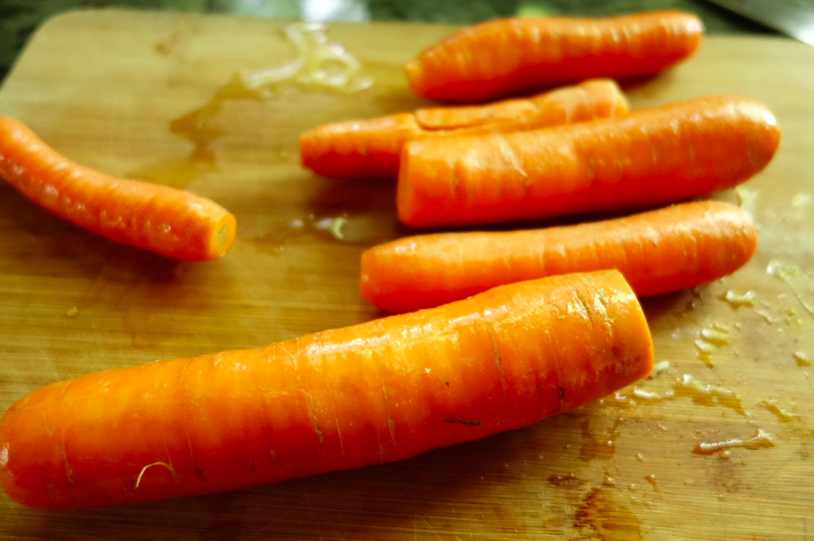 I prepared to use 5 or 6 carrots -- WRONG. Just one carrot turned out to be enough.