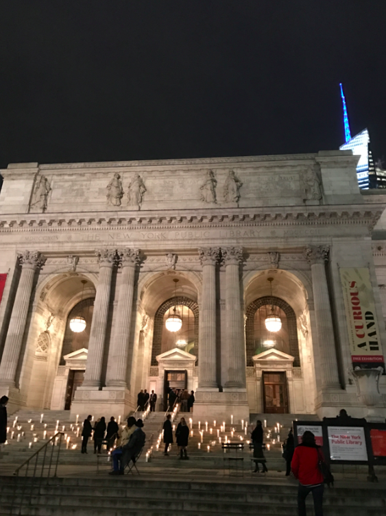 Embarrassingly, in my dozen of years living in NYC, I have actually never stepped into the Public Library. So it was a treat, not only to see the beautiful building, but also decorated to the nines.