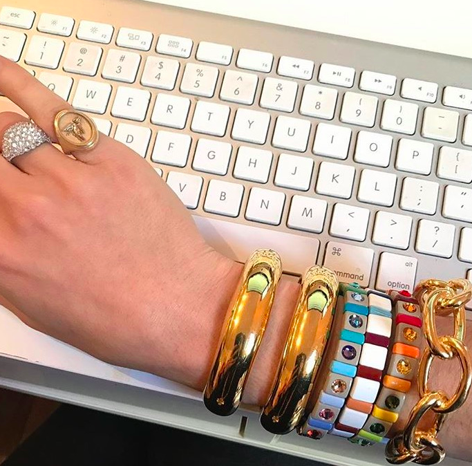 I want to recreate this whole look, the gold bracelets, the colorful Roxanne Assoulin bracelets, and the jewels on the fingers.