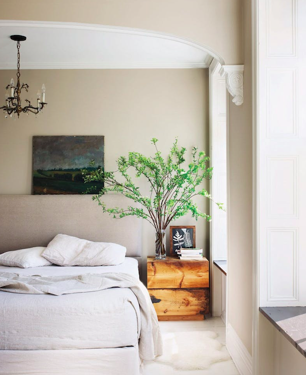 Keri Russel's bedroom as featured in Elle Decor, photo by William Waldron.