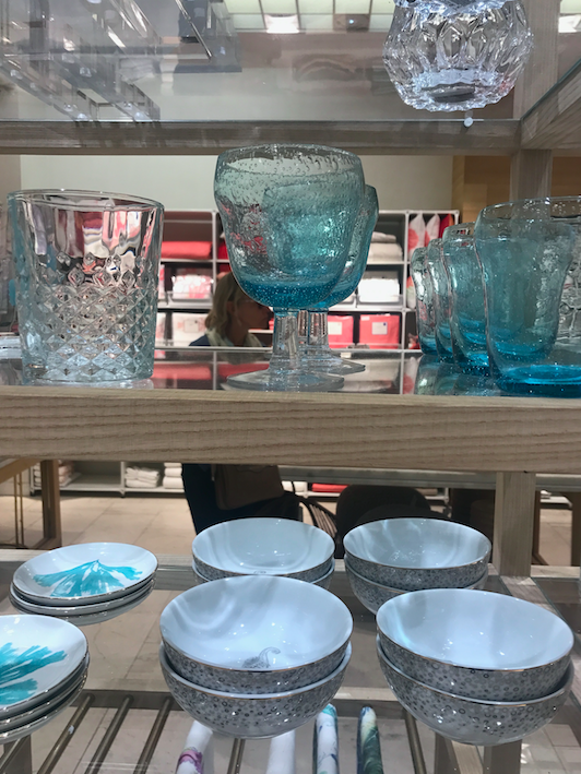 I wanted these blue glasses (4 euros each), but couldn't bring them back due to luggage space.