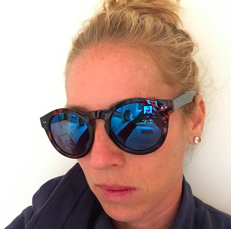 HIIIIIIIII selfie. In Gap sunglasses (am I trying to be a teenager, or WHAT?)