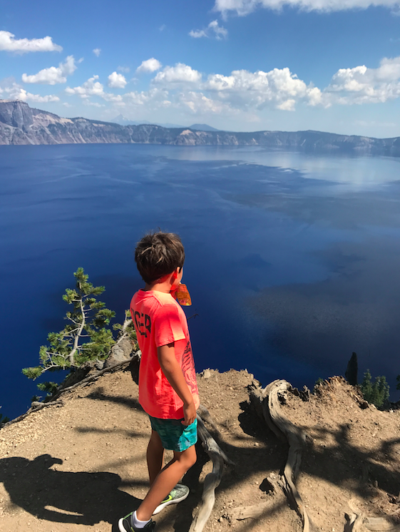 Next day after a night in a cabin (super rustic but super fun and relaxing), we headed to Crater Lake. And WAM BAM, crazy, MAGIC POWER.